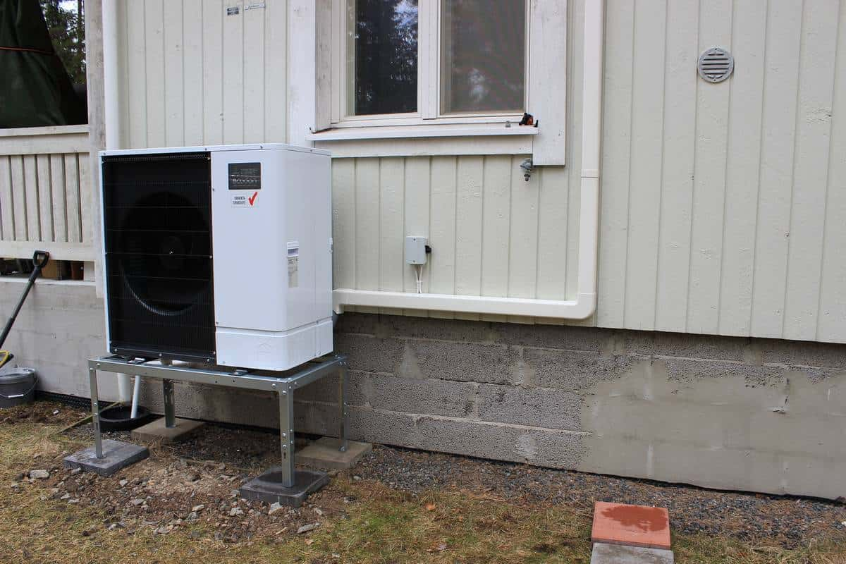 Hesatek Oy ilma-vesilämpöpumppujärjestelmä