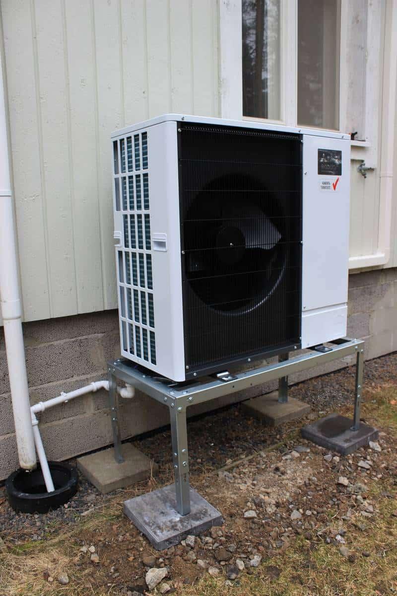 Hesatek Oy Mitsubishi Electric Ecodan SW75YAA + EHST20C-YM9CR2 ilma-vesilämpöpumppujärjestelmä