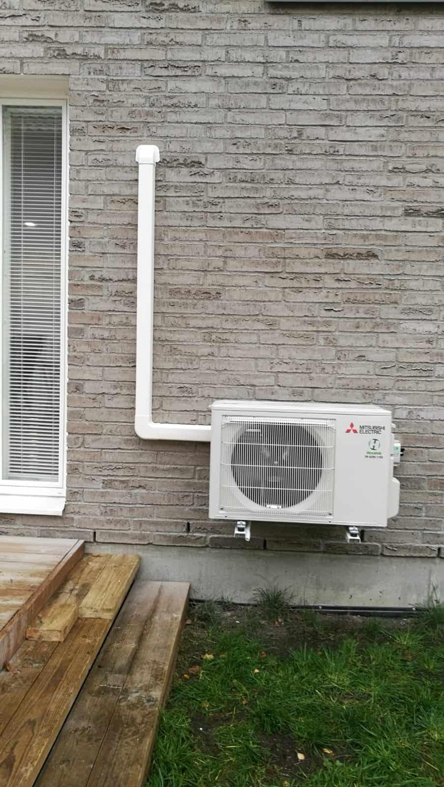 Hesatek Oy ilmalämpöpumppu asennettuna seinäkiinnityksellä