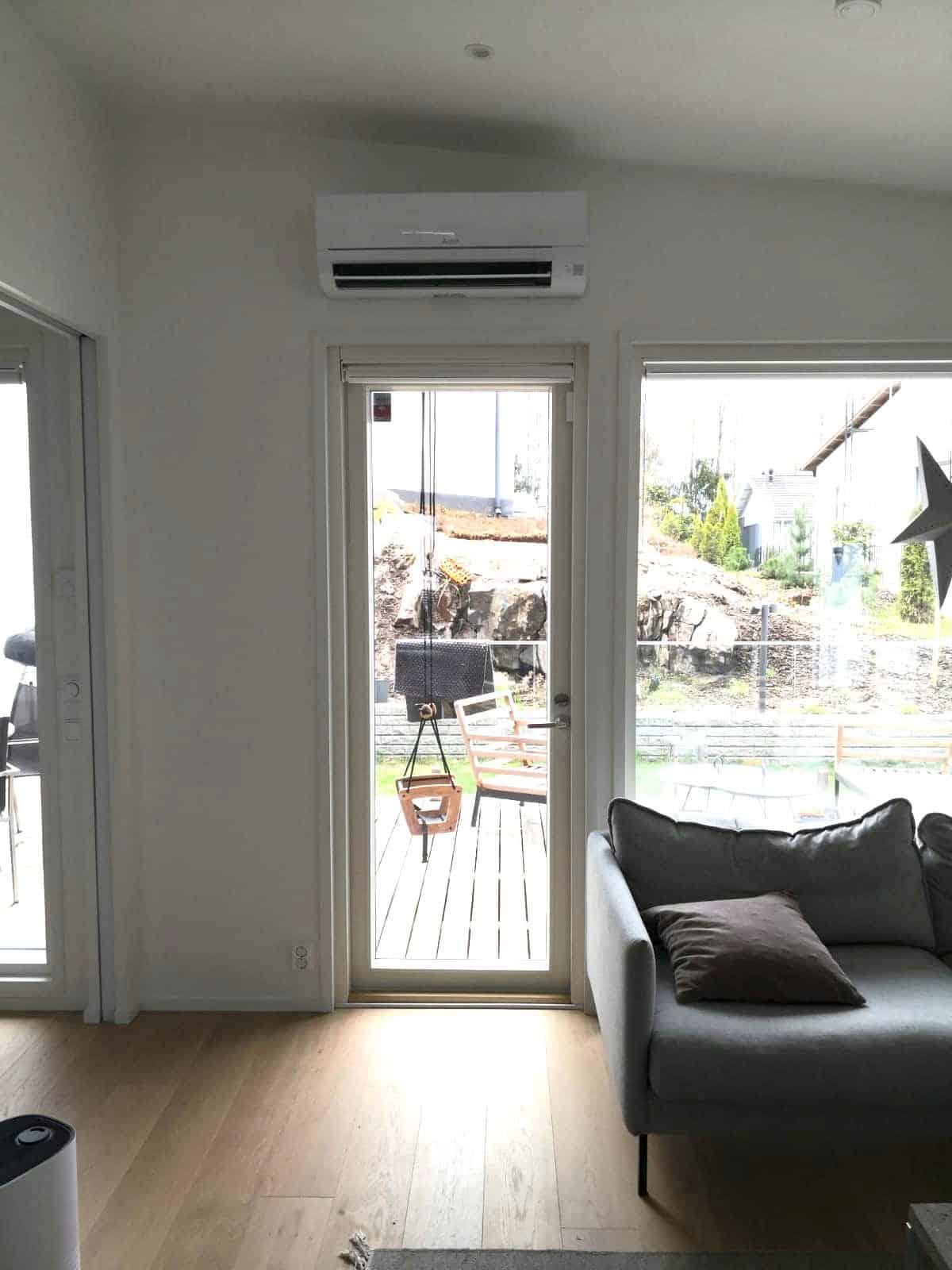 Hesatek Oy ilmalämpöpumput oven päälle asennettuna