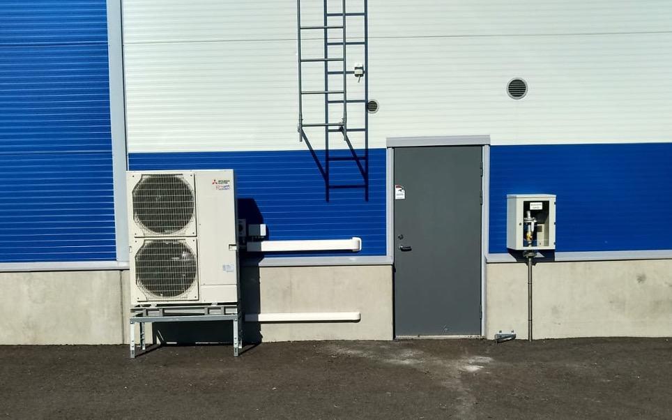 Hesatek Oy ilmalämpöpumppu teollisuushalliin